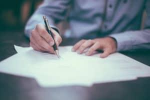 חתימה על מסמכים